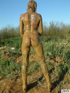 Fetishes-Merc-muddy-spider-swimsuit-%28x204%29-h70vd15hir.jpg